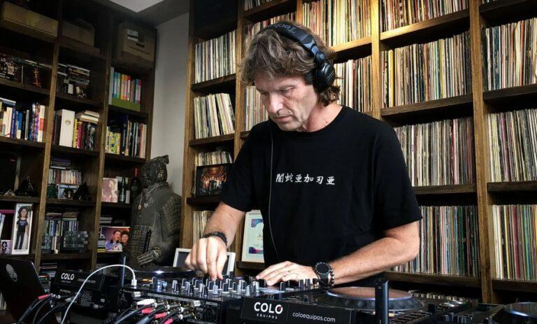 Hernan Cattaneo mezclando