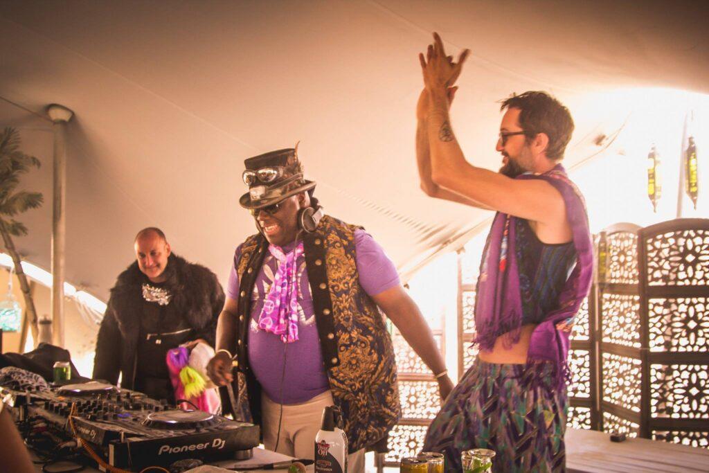 El DJ Carl Cox en vivo, en Burning Man